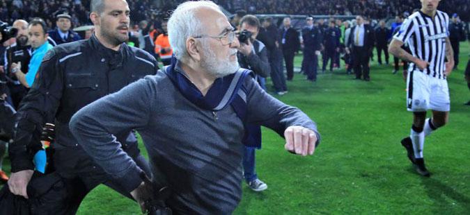 Налог за апсење на сопственикот на ПАОК откако влета на терен на вчерашниот натпревар со АЕК