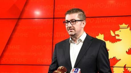 Мицкоски се враќа во Скопје поради ситуацијата со Законот за јазиците