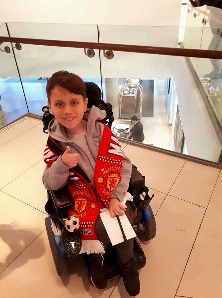 Малиот македонски херој Јане меѓу светските фудбалски ѕвезди од Манчестер