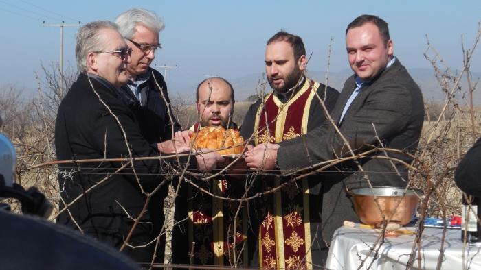Министерот за земјоделство Цветков ќе закројува лозја во Тиквешијата