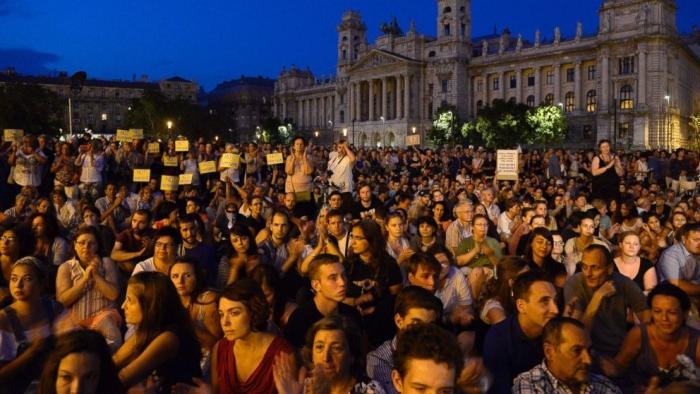 Vesti od svetot - Page 7 Protest_budapest-114458