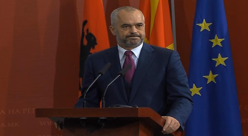 Остри реакции на изјавата на Рама во која не исклучува обединување на Косово со Албанија