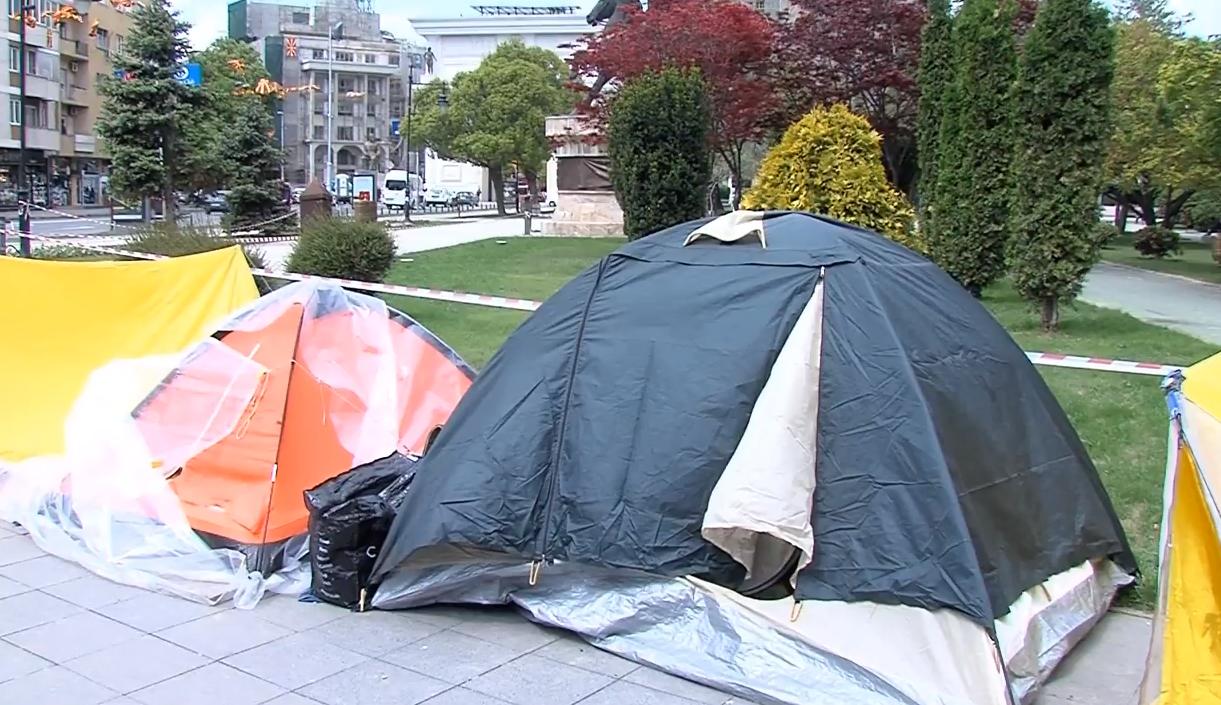 Партиите ветуваат остварување на барањата на семејствата на деца со посебни потреби кои кампуваат пред собранието