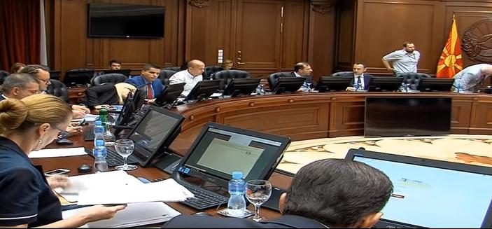 Владата бара Уставен да не одлучува за спорниот член од Законот за електронски комуникации