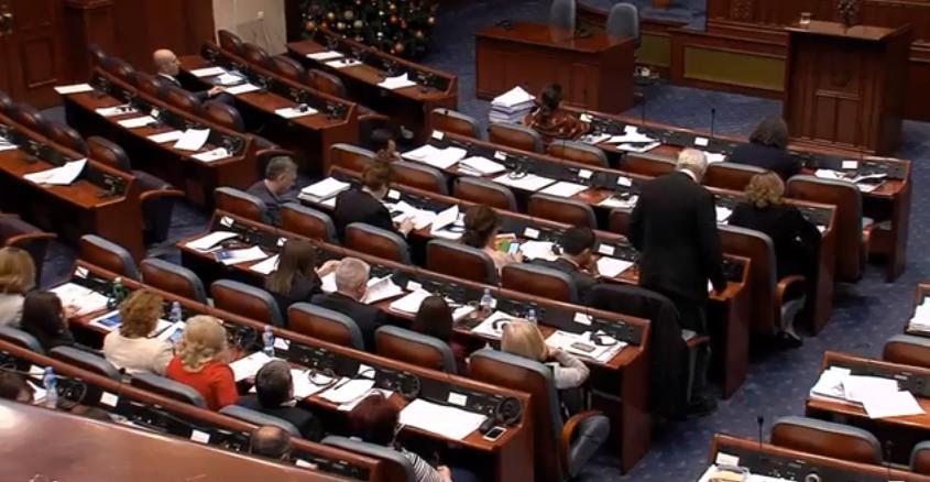 Пратениците со 69 гласа го изгласаа законот за јазици  опозицијата не дојде во собраниската сала   на потег претседателот Ѓорге Иванов