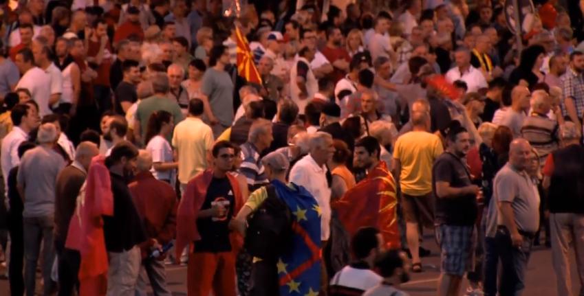 Продолжуваат протестите пред Собрание