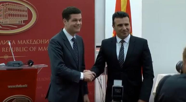 Мичел  САД ги поддржуваат Македонија и Грција да најдат заедничко решение