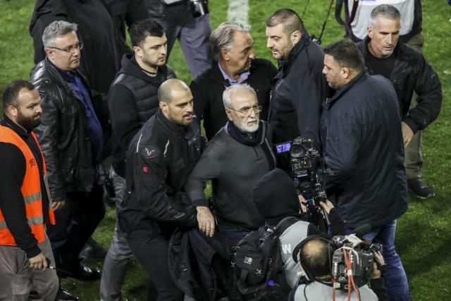 Грчката влада го прекина фудбалското првенство