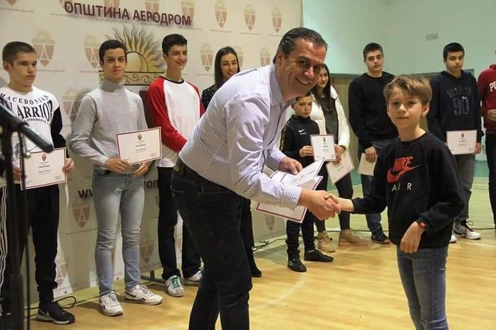 50 талентирани спортисти добија парична помош од Општина Аеродром