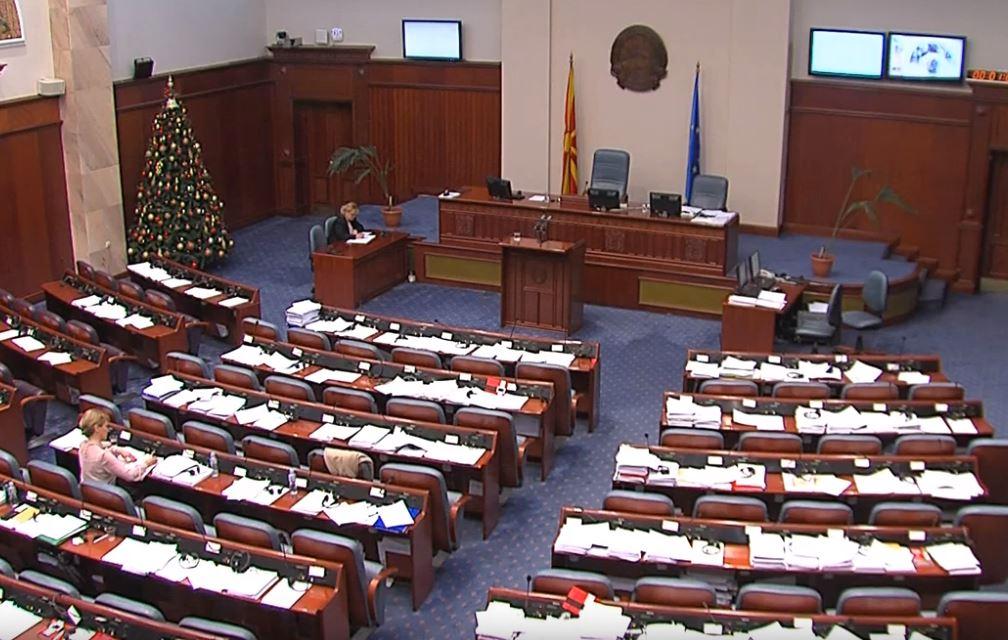 Собраниската седница одложена за утре – не попушта ниту Заев за државјанството, ниту БЕСА од своите барања