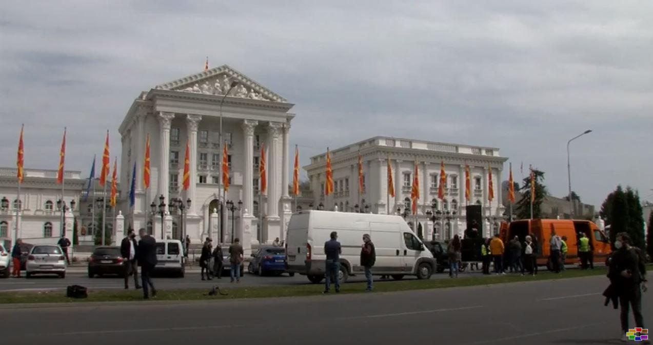 Организаторите на настани на протест пред Владата, најавуваат блокада додека не добијат помош од државата